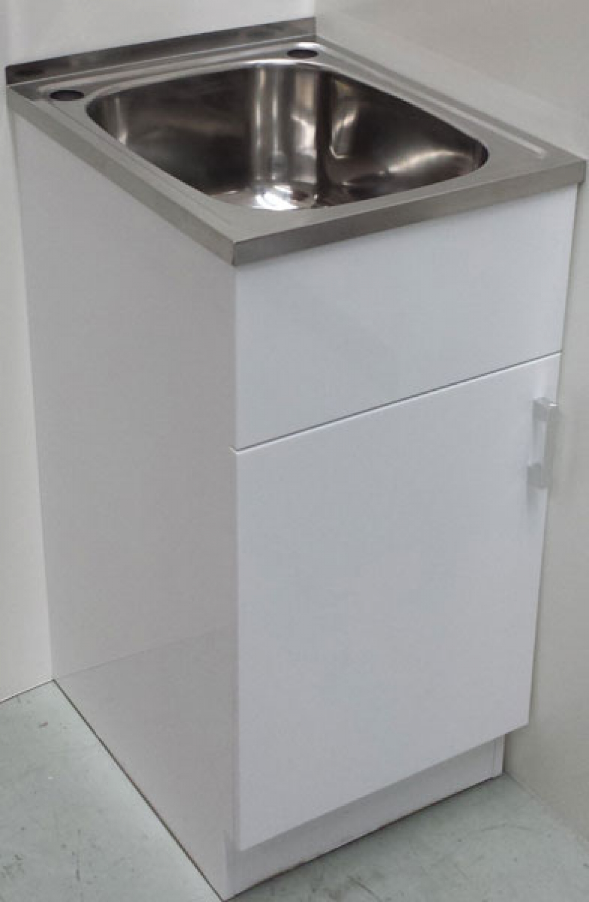 35L laundry sink with cabinet  1 door